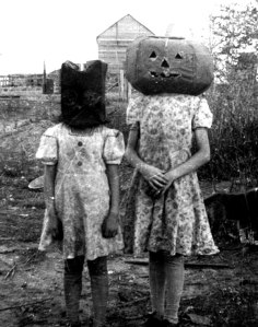 creepy-vintage-halloween-costumes-e28094-27