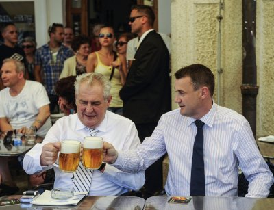 2005630_milos-zeman-prezident-liberecky-kraj-liberec-pivo-hejmtna-puta