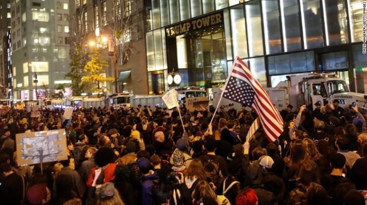 161110021107-06-trump-protest-1109-exlarge-169