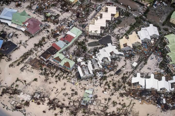 170907-hurricane-irma-sint-maarten-njs-835a_f49999cd27a4f1cfd711bac26c5436cf-nbcnews-ux-2880-1000